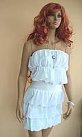 Белое коктейльное мини-платье из ниспадающих волнами объемных оборок