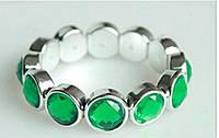 Очаровательный браслет с зелеными кристаллами