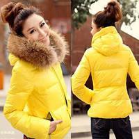Короткая куртка с мехом енот