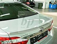 Lip Spoiler (лип спойлер-сабля) с вырезом под эмблему Toyota Camry XV50 2011+ (Тойота Камри 50 кузов 2011г+)