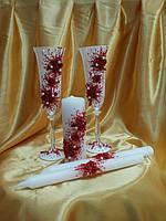 """Свадебные бокалы и свечи """"Россыпь роз"""" в красном цвете."""