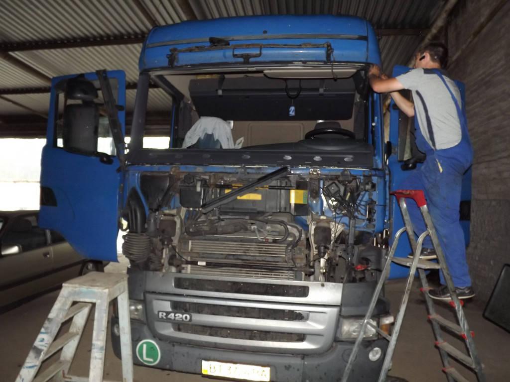 Замена лобового стекла на грузовике Scania R 420 в Никополе