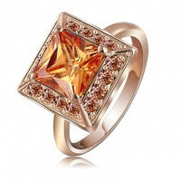 Ювелирное кольцо с  камнем фианита