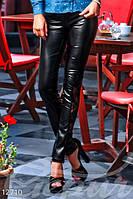 Стильные женские лосины из экокожи с гипюровыми вставками внизу штанин