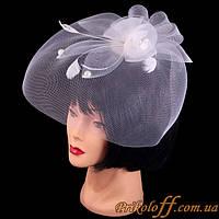 Женская шляпка с вуалью, белая