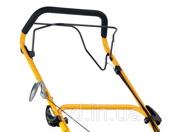 Рукоятка управления самоходной газонокосилки, с рычагами привода на ножи и колеса.