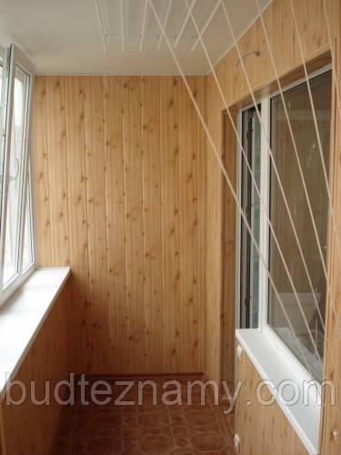 Comment poser du lambris bois mural devis de travaux en for Montage lambris pvc plafond