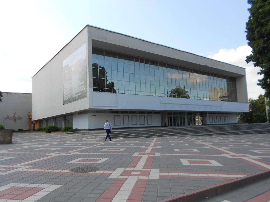 Отопление Хмельницкого областного муздрамтеатра. Система экономного отопления в фойе и зрительном зале театра