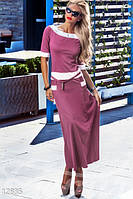 Трикотажное молодежное женское платье в пол с рукавом до локтя украшено белыми вставками