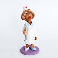 Глиняная статуэтка. Медсестра со шприцем. Украинский сувенир