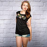 Жіноча футболка трикотажна на чорному фоні