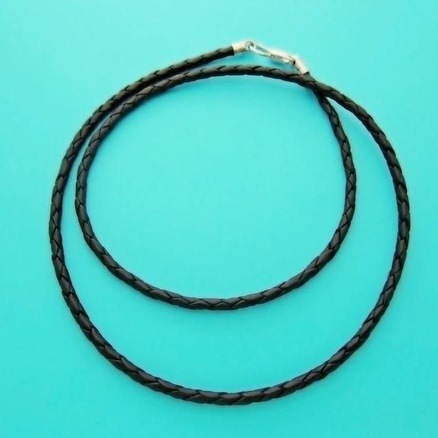Плетеный шнурок на шею