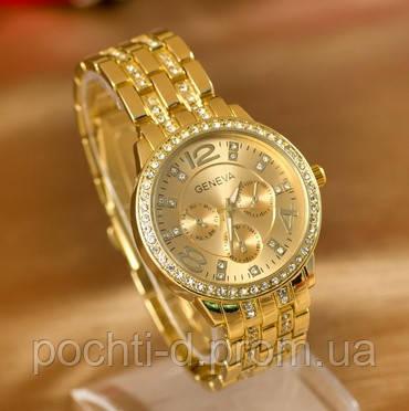 3b31ffe499d6 Модные и стильные женские часы Geneva золотого цвета. Корпус часов украшен  стразами.