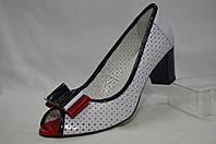 Летние белые кожаные туфли Erisses с бантиком, сперфорацией и с открытым носиком