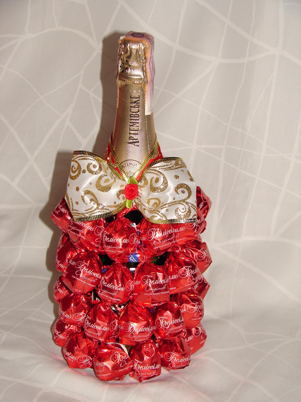 Как украсить бутылку шампанского из конфет своими руками фото