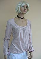 Светло-розовый женский лонгслив с тканевыми пуговицами на груди и рукавах