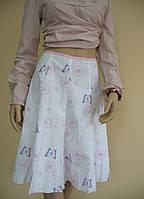 Белая летняя юбка с цветами и бабочками