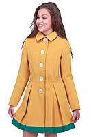 Симпатичное демисезонное пальто для девочки