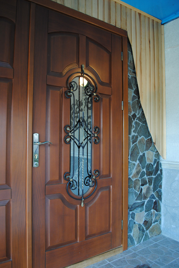 дешевые входные металлическую дверь с ковкой