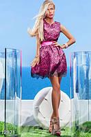 Красивое платье женственного А-силуэта из нежного гипюра на ярком контрастном подкладе из тофты короткое