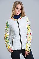 Яркая демисезонная куртка с цветочным принтом (белый), разные цвета