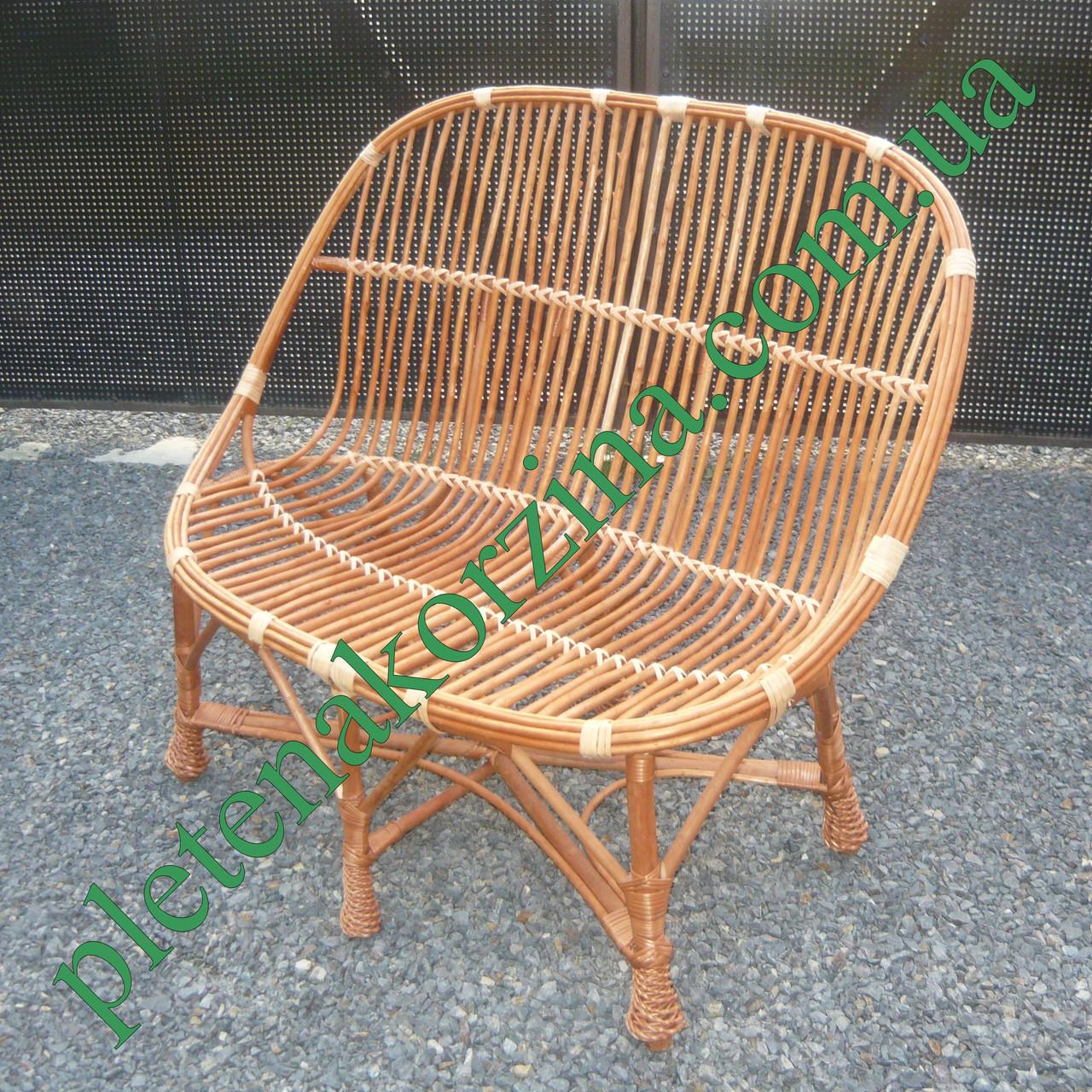 Большое плетёное кресло из лозы
