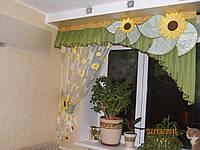 Ламбрекен с тюлью и декоративными цветами на кухню №163