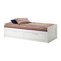 БРИМНЭС кровать с 2 ящиками, белая