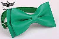Галстук-бабочка из кожзама зеленого цвета