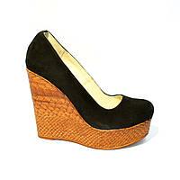 Стильные замшевые туфли на высокой платформе