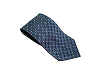 Синий мужской галстук.