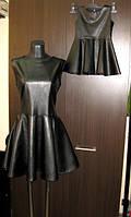 Комплект одинаковых платьев для мамы и дочки в черном цвете из эко кожи