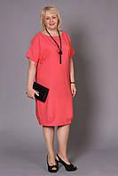 Женское платье с декоративным разрезом