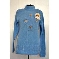 Модный женский свитер  красивой вязки с украшением