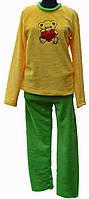 Женская пижама в комплект входит кофточка с вышивкой на груди и штанишки