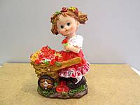 Небольшая статуэтка Девочка с цветами