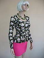 Женское платье с баской и прилегающим низом, выполненное как комбинация