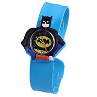 Детские нарчуные часы Бетмен синего цвета