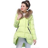 Стильная куртка с красивым мехом енот