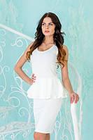 Женское белое платье с двойной баской