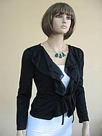 Трикотажная котфта-накидка черного цвета с рюшами и на завязках