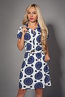 Красивое платье рубашка с принтом декорировано поясом