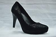 Черние замшевые с лазерным напылением туфли Еrisses на каблуке и скрытой платформе