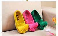 Яркие туфельки для девочки