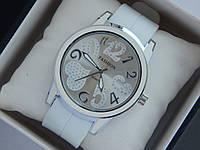 Женские кварцевые наручные часы Fashion на каучуковом ремешке