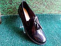 Женские лаковы черные полуботинки на венском каблуке