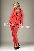 Женский костюм с брюками красный