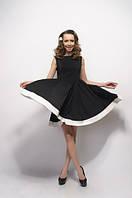 Платье черного цвета из платьельно-костюмной ткани с юбкой клеш и белой дотачкой