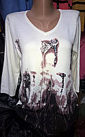 Женская белая кофта с растительным узором