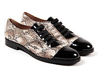 Женские туфли, змея и лак